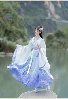 Hanfu, Pretty Dresses, Beautiful Dresses, Lolita Cosplay, Traditional Dresses, Chinese Traditional Costume, Pretty Asian, Fantasy Dress, Chinese Clothing