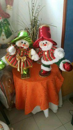 Yael Fernandez's media content and analytics Christmas Favors, Christmas Room, Christmas Fabric, Christmas Centerpieces, Felt Christmas, Christmas Design, Christmas Angels, Christmas Snowman, Christmas Tree Decorations