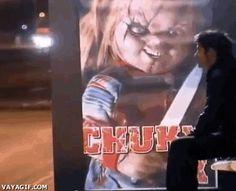 Hahaha, das nenne ich mal interaktive Werbung von Chuckie der Mörderpuppe. Der arme Kerl, ich hätte mich wahrscheinlich noch schlimmer erschrocken. Und du?   unfassbar.es
