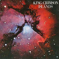 King Crimson Islands (1971) Islands è opera minimalista e umana, elegante fino alla fine e, nonostante il compositore sia Fripp, la chitarra non gioca mai un ruolo predominante, adatta semmai a rifinire ed esaltare con la sua presenza gli altri strumenti.
