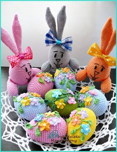 Easter Crochet Patterns, Crochet Bunny, Crochet Dolls, Crochet Flowers, Bunny Crafts, Easter Crafts, Easter Toys, Diy Ostern, Crochet Decoration