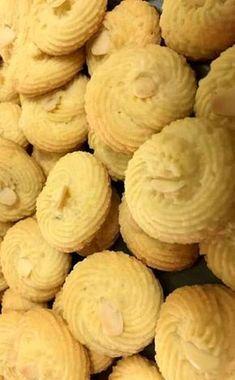 Κουλουράκια βουτύρου !!! ~ ΜΑΓΕΙΡΙΚΗ ΚΑΙ ΣΥΝΤΑΓΕΣ 2 Snack Recipes, Dessert Recipes, Snacks, Desserts, Something Sweet, Greek Recipes, Filet Crochet, Biscuits, Almond