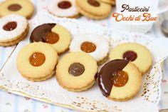 I biscotti occhi di bue sono dei golosi pasticcini realizzati con una semplice pasta frolla e con un...