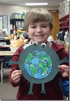 """Celebrate Earth Day with this super cute idea for """"Earth Day Creatures"""". Earth Day Activities, Spring Activities, Craft Activities For Kids, Crafts For Kids, Earth Day Projects, Earth Day Crafts, Kindergarten Activities, Preschool Crafts, Globe Crafts"""