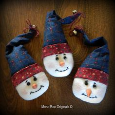 3 Little Snowmen Ornies  Christmas Decorations  \