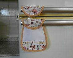 Puxador de Geladeira - Coruja 01 Pot Holders, Projects To Try, Patches, Sewing, Floral, Crafts, Furniture, Home Decor, Aprons