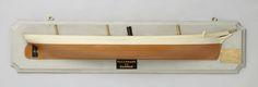 Nederlandsche Stoomboot Maatschappij Fijenoord | Halfmodel van een schroefstoomschip, Nederlandsche Stoomboot Maatschappij Fijenoord, 1873 - 1874 | Gepolychromeerd stapelmodel (stuurboord) van een driemast schroefstoomschip. Bijna verticale, rechte voorsteven met galjoen en krul als schegbeeld. Elliptisch hek, Mangin-schroef en roer met afgerond roerblad. Het model heeft een schoorsteen. De zeeg is nagenoeg vlak, een reehout. Rondspant. Schaal 1:50 (afgeleid).