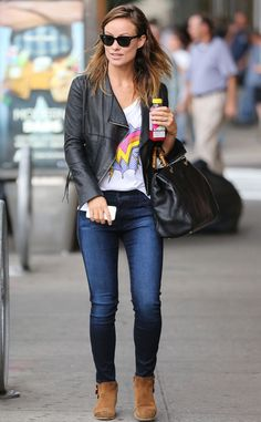 Olivia Wilde looked effortlessly cool in jeans, a tee, a leather jacket and suede booties! Wayfarers were the perf sunnies to rock with this ensemble!