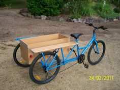 Looks like a converted tandem bike. Great idea!