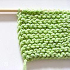 Les mailles lisières sont celles qui se trouvent à chaque extrémité du tricot, soit la première et la dernière mailles de chaque rang. Il existe plusieurs façons d'aborder ces mailles.