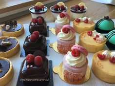 Arabic Dessert, Arabic Food, Czech Desserts, Sweet Bar, Mini Cheesecakes, Mini Cakes, Cupcakes, Sugar, Pizza