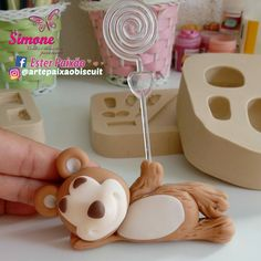 Cute Polymer Clay, Cute Clay, Diy Clay, Clay Crafts, Diy And Crafts, Fondant Cake Toppers, Fondant Cupcakes, Cupcake Toppers, Clay Bear
