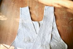 Terrific Snap Shots sewing tutorials pockets Concepts Cross-over Linen Apron - Sewing Tutorial - Our Gabled Home Diy Sewing Projects, Sewing Hacks, Sewing Tutorials, Sewing Tips, Sewing Ideas, Sewing Crafts, Sewing Kids Clothes, Sewing For Kids, Sewing Patterns Free