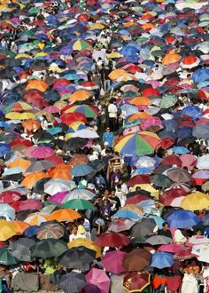 Hundreds of thousands of devotees of the Christian sect, the Iglesia Ni Cristo (Church of Christ) gather at the Rizal Park in Manila, Philippines Tuesday Feb. Rizal Park, Inferno Dan Brown, Jose Rizal, Church News, Christian Religions, Churches Of Christ, Photojournalism, Manila Philippines, Worship