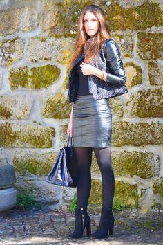 shiny black leather skirt and leather jacket Cozy Fashion, Leather Fashion, Black Leather Skirt Outfits, Leather Sleeve Jacket, Pencil Skirt Work, In Pantyhose, Black Tights, Glamour, Wearing Black