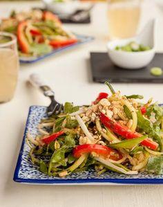 Salade spirou-thaï végétalienne   - Cuisinez! - Télé-Québec Quebec, Jus D'orange, Summer Squash, Vide, Japchae, Zucchini, Ethnic Recipes, Food, Recipe