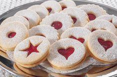 Klasické linecké už nedělám, toto je mnohem lepší: Fantastické těsto z jogurtu a bez vajec – toto pečivo se doslova rozpadá na jazyku! Christmas Goodies, Christmas Baking, Doughnut, Pie, Cookies, Food, Torte, Crack Crackers, Cake