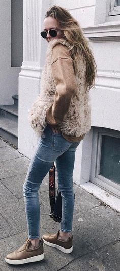 fall fashion trends / sweater + vest + skinny jeans + boots Fall Fashion Trends, Autumn Fashion, Skinny Jeans With Boots, Fur Accessories, Weekend Wear, Fashion Styles, Street Fashion, What To Wear, Fur Coat