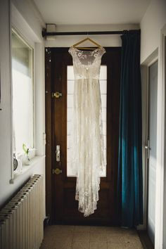 #mariage #wedding #nature #couple #love #champetre #mariage2020 Georgie, Chandelier, Ceiling Lights, Curtains, Couples, Nature, Wedding, Dresses, Home Decor