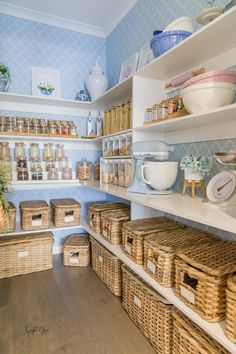 Kitchen Organization Pantry, Home Organization, Organized Pantry, Organizing, Pantry Inspiration, Pantry Room, Kitchen Pantry Design, Pantry Labels, Nursery Wallpaper
