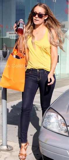 Beverly Hills shopping at Madison October 15, 2009    Read more: http://www.celebritystyleguide.com/i-5-1-9280/celebrities/lauren-conrad/levis-capital-e-denim-leggings-in-rinse#ixzz1toW6y1C1