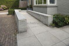 Tuinontwerp en tuinaanleg Eindhoven Helmond tuin met opstap voor als je een dagje ouder wordt.