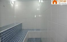 Sauna a vapor – dicas importantes Sauna A Vapor, Jacuzzi, Saunas, Tile Floor, Bathtub, Flooring, Turkish Bath, House Building, Barbecue Pit