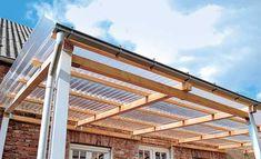 Ein Terrassendach bauen erfodert schon ein wenig handwerkliches Geschick. Lesen Sie, wie Sie eine günstige Terrassenüberdachung selbst bauen