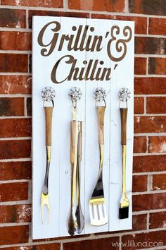 Grill Set Holder - Grillin' and Chillin' Sign- fathers day present diy Diy Father's Day Gifts, Father's Day Diy, Diy Gift For Man, Diy Christmas Gifts For Dad, Diy Birthday Gifts For Dad, Daddy Birthday, Girlfriend Birthday, 50th Birthday, Craft Gifts