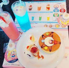sakuraojousama: Sailor Moon Cafe in Shinjuku Cute Desserts, Dessert Recipes, Sailor Moon Cafe, Cute Food, Yummy Food, Kawaii Cooking, Kawaii Dessert, Bento Recipes, Pink Sugar