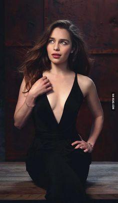 Emilia Clarke Game of Thrones Daenerys Targaryen Daenerys And Jon, Emilia Clarke Daenerys Targaryen, Game Of Throne Daenerys, Khaleesi, Emilia Clarke Hot, Emelia Clarke, Beautiful Celebrities, Beautiful People, Tribute