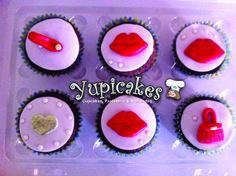 Cupcakes de vanilla decoradas con fondant, betún de vainilla