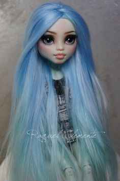 :-) The commissions are open, people who are interested can contact me at my email address. Custom Monster High Dolls, Monster High Repaint, Monster Dolls, Custom Dolls, Ava Doll, Pokemon Dolls, Cute Polymer Clay, Doll Painting, Doll Repaint