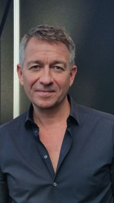 Sean Pertwee plays Alfred Pennyworth on Gotham. Gotham Cast, Gotham Tv, Sean Pertwee, Angel Stories, Comics Love, Actors Images, Older Men, Actors & Actresses, Evolution