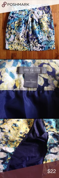 Beautiful Ann Taylor Spring career shirt size 12 Gorgeous skirt. Bright colors. Size 12. Lined. Front pockets Ann Taylor Skirts Midi