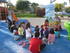 El biblioparque de los cuentos Los libros salen a la calle para estar más cerca de los que aún no saben leer o están aprendiendo las primeras letras. El Biblioparque se ubicará tres veces por semana, en espacios al aire libre: los parques infantiles del municipio Igualmente visitará las escuelas infantiles cercanas. Se realizarán sesiones de animación: cuentacuentos, juegos de adivinanzas, etc. Del 24 de octubre al 9 de diciembre Domingos, de 12.00 a 13.00 h. en el Parque de Málaga (Zona…