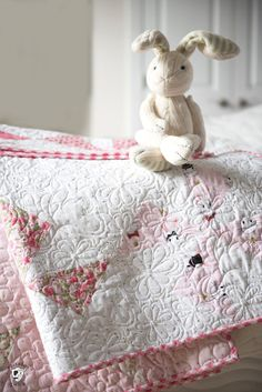 Baby Boy Quilt Patterns Online Simple Modern Baby Quilt Pattern Free Modern Baby Quilt Pattern Free Free Baby Quilt Patterns Including This One For A Simple Baby Quilt Made Using A Turnstile Quilt Baby, Baby Girl Quilts, Girls Quilts, Free Baby Quilt Patterns, Quilting Patterns, Quilting Ideas, Quilting Designs, Baby Quilt Tutorials, Sewing Patterns