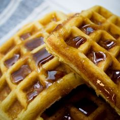 How to make waffles at home French Toast Waffles, Crepes And Waffles, Dessert Drinks, Dessert Recipes, Desserts, Frangipane Recipes, Cantaloupe Recipes, Vegetarian, Gastronomia