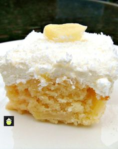 Pineapple and Coconut Cake Recipe - This is a pure dreamy delight to eat! A lovely recipe perfect for the holidays. Coconut Cake Easy, Coconut Sheet Cakes, Easy Cake Recipes, Dessert Recipes, Dinner Recipes, Delicious Desserts, Yummy Food, Tasty, Homemade Cakes