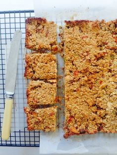 Lunchbox Lovelies - Sugarfree Oat Bars with Pistachios & Apricots - Afternoon Tea, Budget Friendly, Favourites, Recipes, Vegetarian - A Foodie Lives Here Healthy Family Meals, Healthy Snacks, Healthy Recipes, Healthy Eats, Oat Bars, Granola Bars, Oat Slice, Apricot Recipes, Breakfast Tea