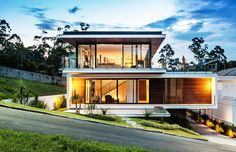 Having a house with a modern feel is indeed everyone's dream. You can stay in a residential with a modern atmosphere that certainly looks very charming. By choosing a home with a modern desig… House Design Photos, Small House Design, Modern House Design, Modern Exterior, Exterior Design, Architecture Design, Interior Design Elements, Facade House, Home Fashion
