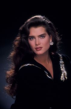 Brooke Shields is an American actress, author and model. Brooke Shields Young, Fresh Prince, Richard Avedon, Outfit Trends, Classic Beauty, Beautiful Actresses, Hollywood Actresses, Most Beautiful Women, Marilyn Monroe