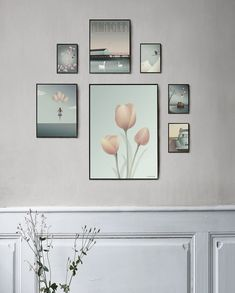 You can achieve a calm and harmonious look by grouping your posters and pictures together to create a gallery wall. See a selection of gallery walls here! Inspiration Wand, Studio Backdrops, Photo Corners, Diy Dollhouse, Modern Kitchen Design, Triptych, Muted Colors, Home Art, Living Room Designs