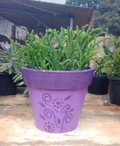 Vaso de barro estampado lilás e roxo