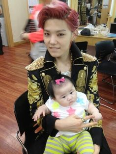 Zelo is such a big brother type here~! @Maka Manna Horan