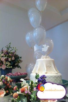 Batizado com balões branco Arranjo de balões duplos brancos. Consulte a Balão Cultura: www.balaocultura.com.br