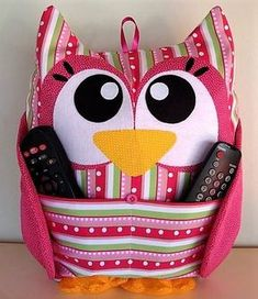 Make an owl cushion remote control - Fabric Crafts, Sewing Crafts, Sewing Projects, Owl Crafts, Diy And Crafts, Owl Patterns, Sewing Patterns, Owl Cushion, Coin Couture