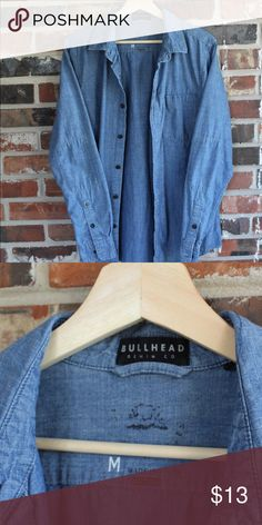Bullhead Denim Basic Casual Button-up Shirt Great condition 9/10  Fits true to size   All sales final. Please contact with any questions or offers! Bullhead Shirts Casual Button Down Shirts