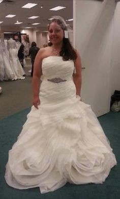 Vera Wang White VW351011 14: buy this dress for a fraction of the salon price on PreOwnedWeddingDresses.com