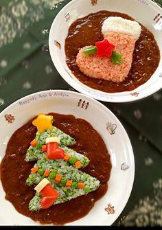 Christmas Tree and Stocking Onigiri in Curry Cute Food, Good Food, Lego Food, Sushi Cake, Kawaii Cooking, Food Sculpture, Bento Recipes, Xmas Food, Curry
